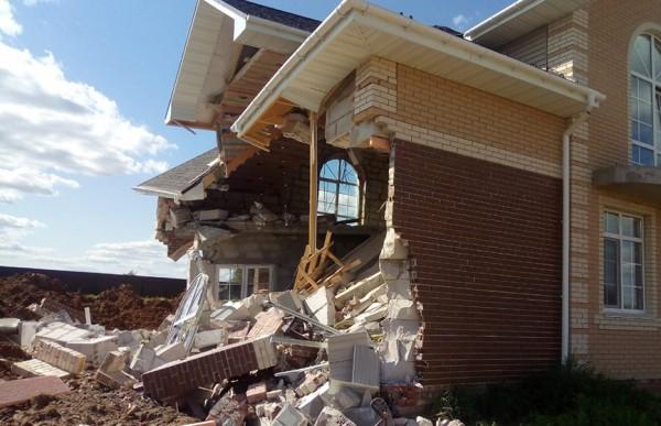 дом рухнул
