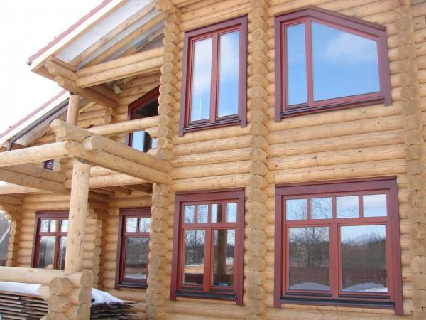 окна в бревенчатом доме